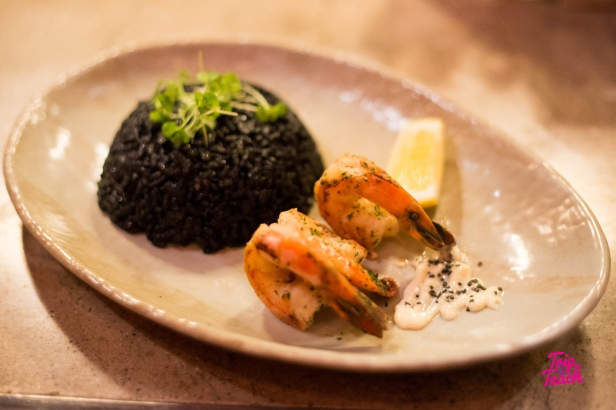 Black rice with squid, shrimp and aioli sauce, 450 Baht
