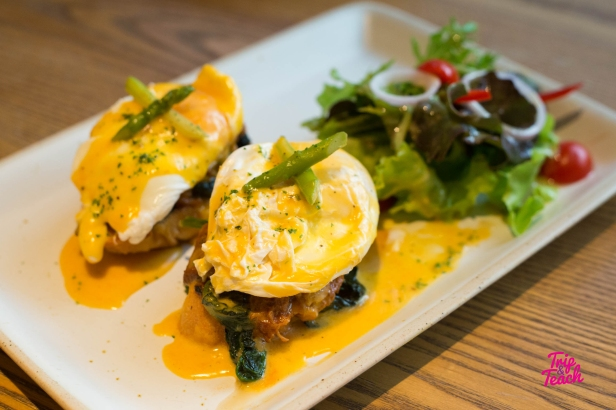 BBQ pulled pork egg benedict, BBQ pulled pork, sauteed spinach, poached eggs, hollandaise sauce, 260 Baht